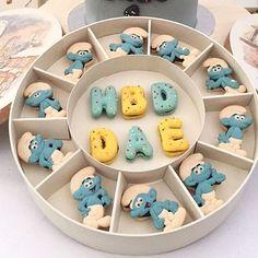 Smurf theme macaron gift #macarooncake #smurf #love #instacute #instafood #instagood #macaron #macaroon #macarons #macaroons Cute Cookies, Cupcake Cookies, Sugar Cookies, Macarons, Macaroon Cake, Paint Cookies, Macaron Recipe, Cute Desserts, Sweets Cake