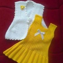 Baby Crochet Patterns Part 24 - Beautiful Crochet Patterns and Knitting Patterns Crochet Dress Outfits, Girls Knitted Dress, Knit Baby Dress, Knitted Baby Clothes, Baby Cardigan, Baby Pullover, Knitting For Kids, Baby Knitting Patterns, Knitting Designs