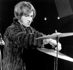 f34612863d68e2 Drummerworld Page for Mitch Mitchell - the legendary drummer for Jimi  Hendrix
