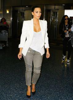 Kim Kardashian Photos - Kim Kardashian Catches a Flight - Zimbio