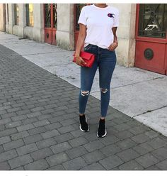 Look at other great ideas about Design and style attire, Loot attire and Ladies styles. Simple Outfits, Stylish Outfits, Cute Outfits, Balenciaga Trainers Outfit, Chill Outfits, Summer Outfits, Look Fashion, Fashion Outfits, Fashion Mode