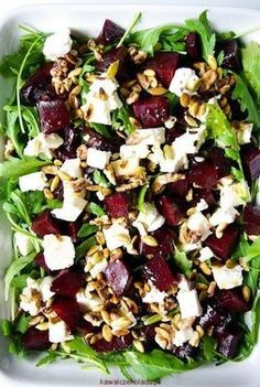 Beet salad, delicious for everyone. Feta, Healthy Cooking, Healthy Eating, Cooking Recipes, Vegetarian Recipes, Healthy Recipes, Queso Fresco, Beet Salad, Side Dishes