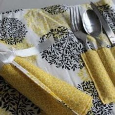 Picnic Placemat for Summer {Video Tutorial}. So sweet for work lunches outdoors.