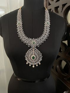 Bridal Jewellery, Diamond Jewellery, Wedding Jewelry, Gold Jewelry, Gold Designs, Gold Earrings Designs, Necklace Designs, Emerald Diamond, Indian Jewelry