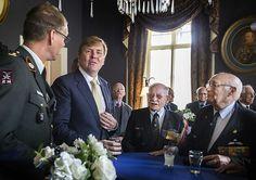 Koning bij jubileum Regiment van Heutsz (fotoserie) -  Koning Willem-Alexander woonde woensdag in Arnhem een jubileumbijeenkomst bij van het Regiment van Heutsz. Hij sprak er met militairen die hebben gediend bij het Koninklijk Nederlands Indisch Leger (KNIL) en het Nederlandse Detachement Verenigde Naties Korea (1950 -1953). beeld ANP