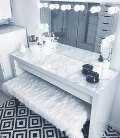 Our DIY makeup room ideas, find the best combination of dedicated space, storage, and style to make applying makeup a joy. Decorate a dressing room vanity. Room Ideas Bedroom, Girl Bedroom Designs, Bedroom Decor, Long Bedroom Ideas, 60s Bedroom, Jungle Bedroom, Teen Bedrooms, Bedroom Storage, Design Bedroom
