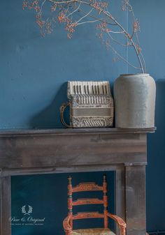 The wall of the living room is painted in the Classico Chalk paint - krijtverf - colour Greek Sky. Cred: De Potstal - photo J.Vloet.