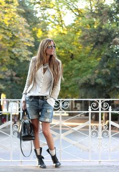 White shirt, jeans, belt, military boots, short necklace, jacket