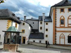 Зальцбург. Замок Хоэнзальцбург. Колодец на Центральной площади.