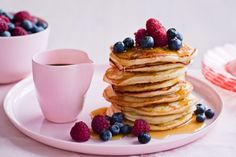 Flip these easy egg-free pancakes onto your plate tomorrow morning. Tend to be a bit thin and stick, but very tasty. Pancakes Sans Gluten, Egg Free Pancakes, Fluffy Pancakes, Crepes, Eat Cafe, Allergies Alimentaires, Eggless Recipes, Pancake Recipes, Breakfast Recipes