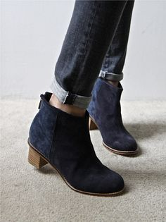 Loving these navy blue suede boots! Texas girl can't have too many boots! Ankle Boots, Shoe Boots, Amo Jeans, Cuffed Jeans, Mode Shoes, Inspiration Mode, Suede Booties, Black Booties, Classy Outfits