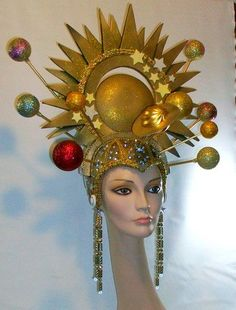 Gold Universe Queen Gold Universe Gold Headdress by RMQuintiroli Mardi Gras Costumes, Carnival Costumes, Halloween Costumes, Funky Hats, Crazy Hats, Space Costumes, My Sun And Stars, Drag, Fantasy Costumes