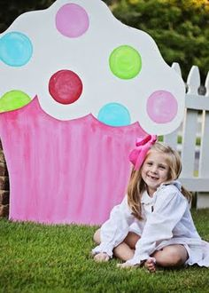 Cut hole in cardboard part for kids to put head in. Use pictures as thank you card and it's a keep sake. Baking Birthday Parties, Baking Party, Party Props, Party Ideas, Cupcake Photos, Party Central, Birthday Photos, 2nd Birthday, Montage Photo