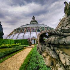 Just a few days left to visit the Royal Greenhouses of Laeken in Brussels! pic by @alessandramarino8