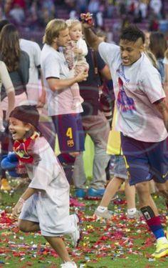 daledanialves:  Byez! Neymar chasing Dani's daughter!