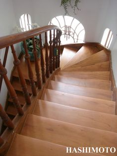 197 - Escada de madeira Peroba Rosa com acabamento de Bona Traffic HD fosco.