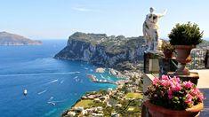 Passeio pela ilha de Capri com luxo e romantismo. Aproveite mais a sua ✈ viagem de lua de mel! ✉ fale conosco. ❤ #padrinhosluademel #luademel #capri #praia #italia #rotaromantica #viagemromantica