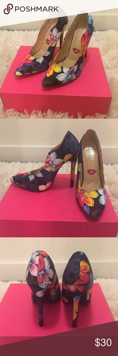 Woman's Heeled Shoe Suede Floral Multi-Colored Pointed Toe Heels;Size 7; Non Platformed; 4 1/2 size Heel; Never been Worn Shoes Heels