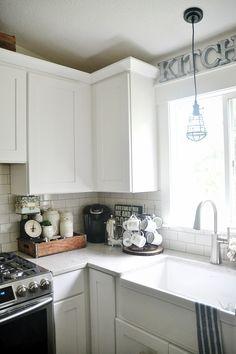 Cozy kitchen coffee corner - how to keep a coffee corner organized & decorated.