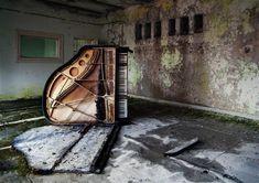 Dead piano.