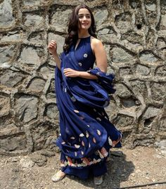 Alia Bhatt's kurta is perfect for thousands of year-old marriages Dress Indian Style, Indian Dresses, Indian Outfits, Western Outfits, Casual Indian Fashion, New Fashion, Ethnic Fashion, Fashion Beauty, Indian Attire