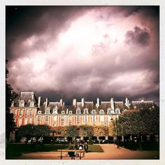 Rain is coming  #placedesvosges #paris #paname #rain #cloud