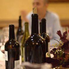 Un buen vino es el acompañante perfecto para cualquier reunión social. A lo largo de la historia ha sido testigo de la firma de los grandes tratados y acontecimientos históricos. Imagen vía Pinterest