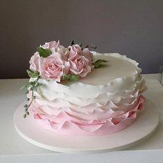 fondant birthday cakes for women fun Birthday Cake For Women Elegant, Elegant Birthday Cakes, Birthday Cake With Flowers, Birthday Cakes For Women, Elegant Cakes, Cake Birthday, Fancy Cakes, Cute Cakes, Pretty Cakes
