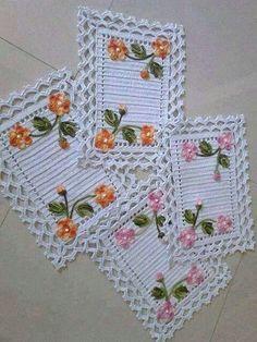 crochet and knitting Crochet Mat, Crochet Lace Edging, Crochet Motifs, Crochet Squares, Filet Crochet, Crochet Doilies, Crochet Flowers, Crochet Table Runner Pattern, Crochet Placemats