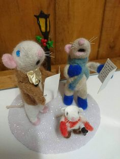 Check out this item in my Etsy shop https://www.etsy.com/uk/listing/562900525/christmas-carol-singers-needle-felted