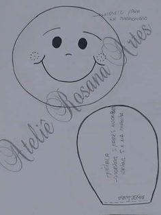 Boneca florzinha de fuxico com molde - Criativo Ok Boneca florzinha de fuxico com molde - Criativo Ok Felt Patterns, Stuffed Toys Patterns, Sewing Patterns, Sewing Crafts, Sewing Projects, Diy Crafts, Paper Crafts, Patchwork Baby, Pencil Bags