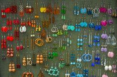 Wer hat nicht dieses Problem? So viele Ohrringe und keine Ahnung, wie man sie am besten aufbewahrt....