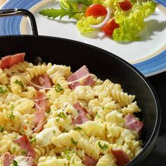 Schinkennudeln Zutaten f체r 4 Personen Zutat Menge Spiralnudeln 400 g Zwiebel - Rezepte Ideen Noodle Recipes, Pasta Recipes, Dinner Recipes, Cooking Recipes, Ham Recipes, Ham Pasta, Pasta Dishes, Spiral Noodles, German Recipes