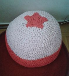 Crochet ottoman / floor pillow Crochet Ideas, Floor Pillows, Ottoman, Flooring, Hats, Diy, Hat, Bricolage, Wood Flooring