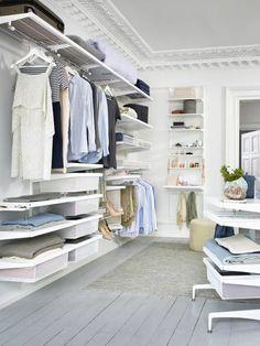 Gemütlich luftiger begehbarer Kleiderschrank von Elfa Deutschland GmbH mit allem drum und dran!