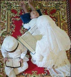 Lets train our kids to daily recite holy Qur'an, As we know ISLAM is the way of life And the Al-qur'an is a guide of our life Cute Muslim Couples, Muslim Girls, Baby Hijab, Funeral Prayers, Muslim Quran, Online Quran, Islam Women, Muslim Family, Love In Islam