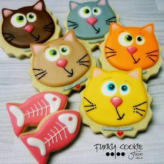"754 Likes, 31 Comments - Jill FCS (@jillfcs) on Instagram: ""Meow! ... #funkycookiestudio #jillfcs #doorcounty #sisterbay #edibleart #cookieart #countrywalkshops"""