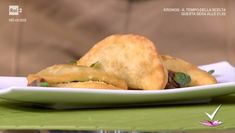 """""""Detto Fatto"""": la ricetta dei crescioni fritti erbette e acciughe di Erica Liverani del 19 gennaio 2018. Uno sfizio fritto tipico della romagna."""