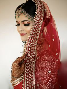 This Makeup Artist Is Slaying With The Halo Eye Makeup Trend On Brides Bridal Makup, Simple Bridal Makeup, Bridal Makeup Images, Beautiful Bridal Makeup, Simple Makeup Looks, Bride Eye Makeup, Halo Eye Makeup, Wedding Makeup For Brown Eyes, Glitter Eye Makeup