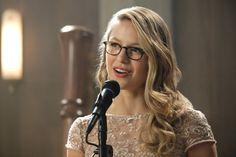 "2,711 To se mi líbí, 32 komentářů – sᴜᴘᴇʀɢɪʀʟ (@forever.supergirl) na Instagramu: ""{ 3x08 crossover } Singing or holding a speech? My fingers are crossed for singing! . . #supergirl…"""
