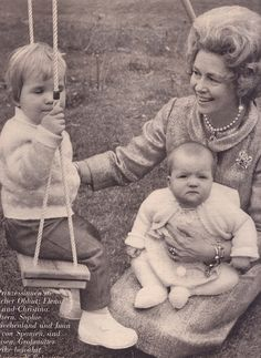 Queen Frideriki with her grand daughters, Infanta Elena of Spain (*20 December 1963) and Infanta Cristina of Spain
