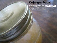 Receta de ENJUAGUE BUCAL ANTISÉPTICO NATURAL hecho en casa. Ingredientes:  - 5 Oz de vinagre de manzana +  4 Onzas de agua + 1/2 onza de glicerina vegetal + 1/2 onza de goma de mirra en polvo (propiedades antisépticas) + 5 Gotas de aceites esenciales de canela + 5 Gotas de aceites esenciales de clavo de olor