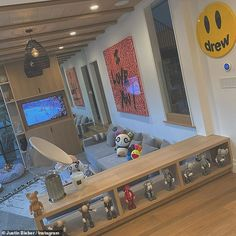 Justin Bieber continues to deck out his mansion in custom art Royal Blue Bedding, Justin Bieber House, Home Room Design, House Design, Hypebeast Room, Interior Decorating, Interior Design, Aesthetic Room Decor, Room Ideas Bedroom