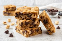 Skillet Chocolate Chip Cookie, Caramel Chocolate Chip Cookies, Cake Mix Bars, Cake Mix Cookies, Cake Mix Recipes, Cookie Recipes, Bar Recipes, Recipes Dinner, Delicious Recipes