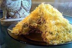 Салат Египетская пирамида с печенью трески Ингредиенты: Печень трески — одна банка (230грм), картофель — 2шт, соленный огурец — 3шт, яблоки кислых сортов — 2шт, яйца — 2шт, твёрдый сыр -100грм. Салат выкладываем слоями: 1-й слой печень трески, майонезом не поливаю печень и так сочная; 2-й слой карто
