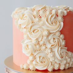 Peaches and cream I love the dreamy soft colours adorning this chocolate cake filled with peach jam. A nice contrast to the more vibrant… decorator frosting without shortening Creative Cake Decorating, Cake Decorating Techniques, Creative Cakes, Cake Icing, Buttercream Cake, Cupcake Cakes, Pretty Cakes, Beautiful Cakes, Decorator Frosting