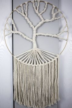 Learn how to make this simple macrame tree of life wall hanging with this step by step written and video tutorial! Perfect for beginners and beyond   macrame for beginners   free macrame patterns   macrame wall hanging diy   easy macrame wall hanging diy   macrame tutorials   easy macrame projects   tree of life wall hanging diy Dream Catcher Patterns, Dream Catcher Craft, Free Macrame Patterns, Tree Patterns, How To Make Trees, Macrame Wall Hanging Diy, Macrame Projects, Diy Projects, Macrame Tutorial
