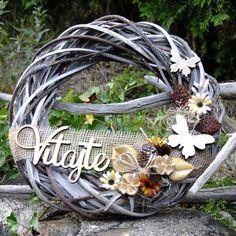 Věnec na dveře - Vitajte s motýlky Grapevine Wreath, Grape Vines, Gardening, Wreaths, Home Decor, Diy Room Decor, Crown Cake, Decoration Home, Door Wreaths