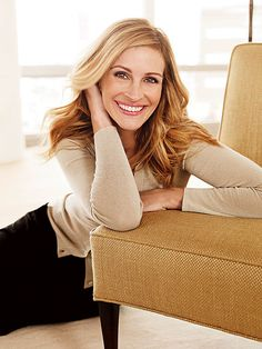 Love the pose.Julia Roberts I'd like to try this one for my headshot Julia Roberts, Style Boudoir, Pretty People, Beautiful People, Beautiful Smile, Celebrity Smiles, Celebrity Babies, Business Portrait, Celebrity Gallery