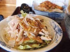 ジンゴスンゴさんからの投稿です!    『一閃』の「ミニ棒棒鶏丼とからあげセット(+400円)」。柔らかくシッカリ味の鶏の唐揚げ。穏やかな味わいのミニ棒棒鶏丼。付け合わせの野菜には大根の桂剥き。どこまでも憎めない店ですw